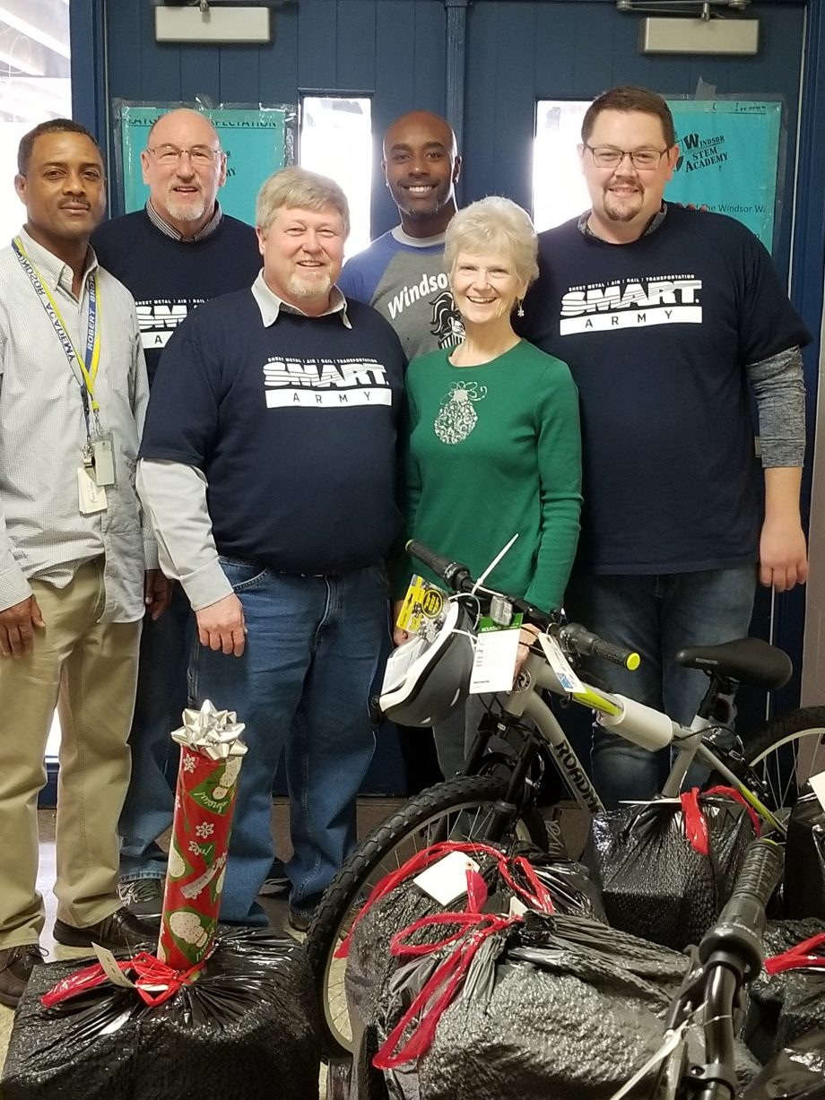Local 24 members spread holiday cheer by giving back to community